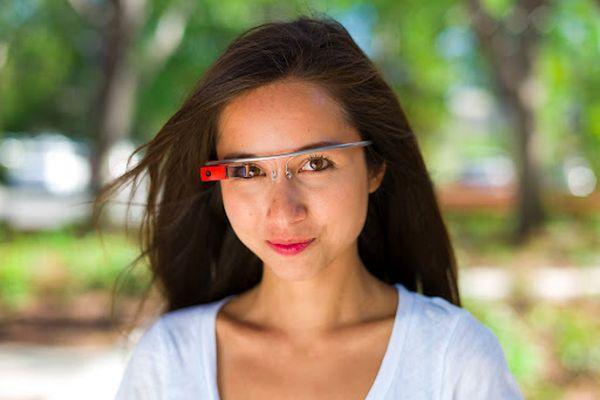 Amanda Rosenberg okosszemüveggel